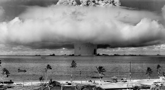 Lg atomic bomb beach black and white 73909